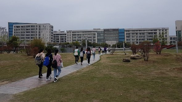 Устроилась учительницей в Китае. Рабочая неделя 12 ч, высокая зарплата и уважение