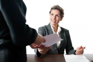 Увольнение в связи с переездом организации в другую местность: выходное пособие